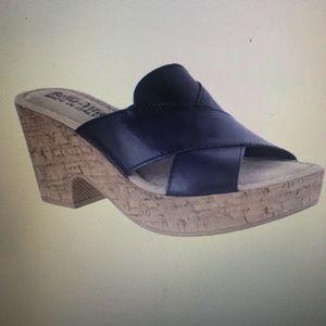 Bella Vita Lor-Italy thong sandals NEW IN BOX 7.5